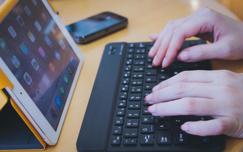 タブレット端末を使用した授業のメリット、デメリット